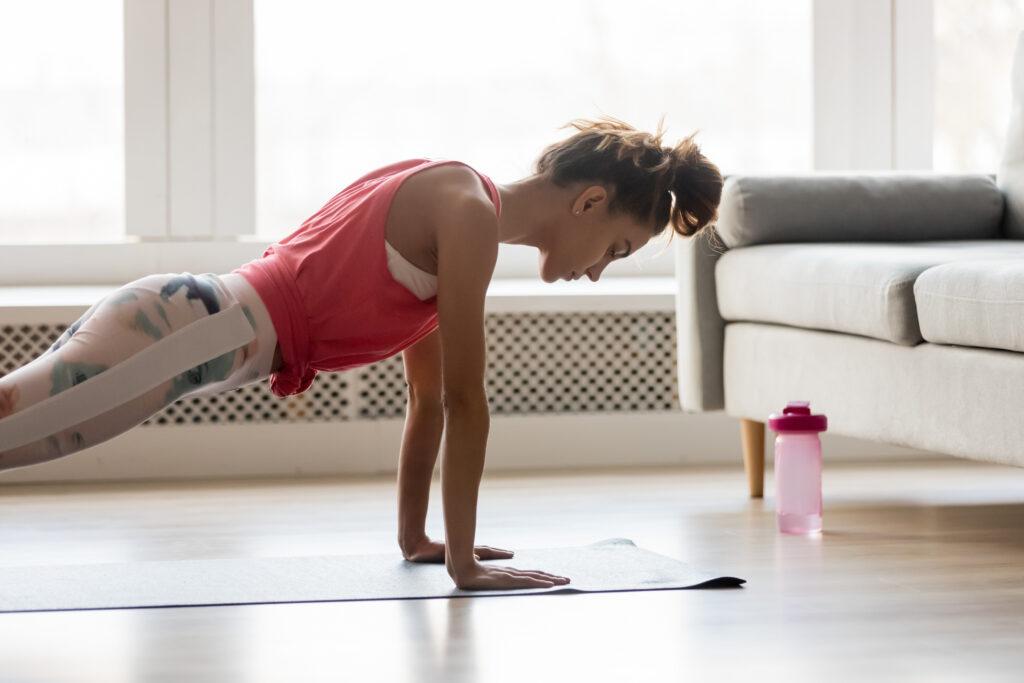 Stiamo a casa ma rimaniamo attivi. Come favorire il nostro benessere fisico e psicologico.