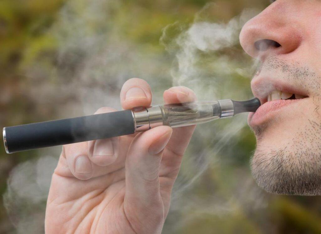 Per 3 medici su 10 le e-cig aiutano a smettere di fumare